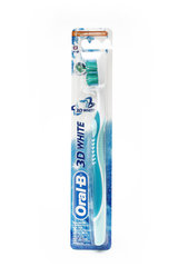 Зубная щетка Oral-B 3D White 40 Medium
